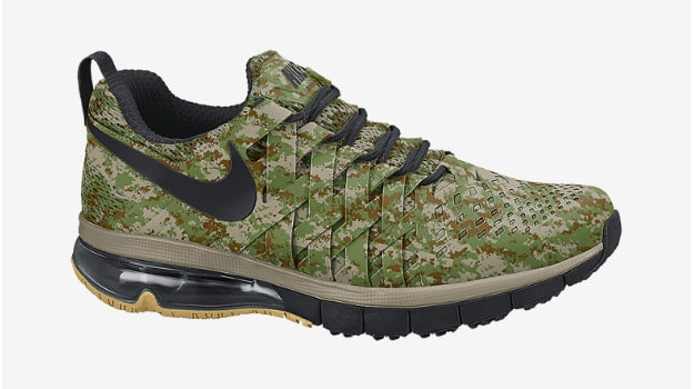 Nike-Fingertrap-Max-NRG-Mens-Training-Shoe_01