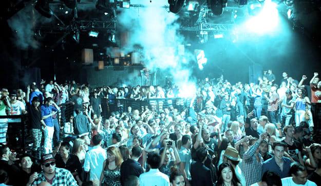us-club-crowd-resized
