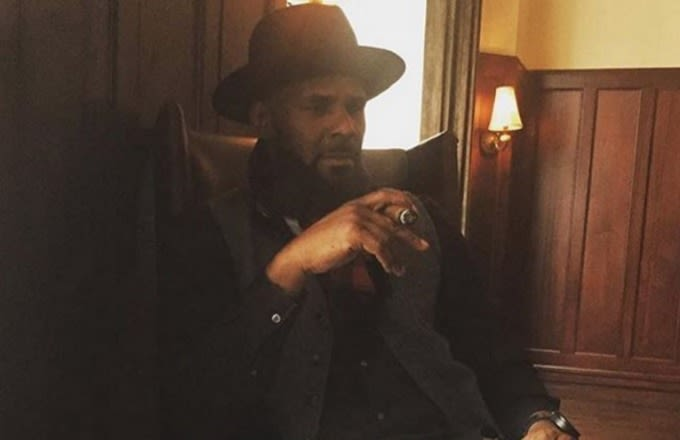 Twitter Couldn't Stop Going in on R. Kelly for the Small TV He Was Watching Kobe's Last Game On news