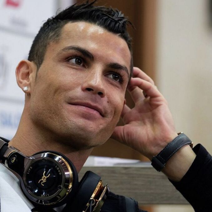 Cristiano Ronaldo Just Bought a Hotel with Donald Trump in ...