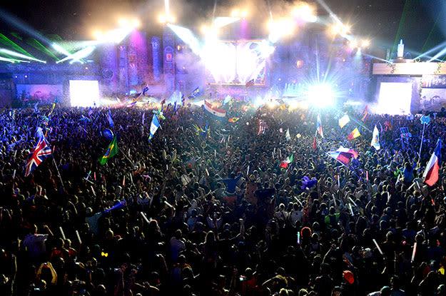 tomorrowworld-2013-crowd