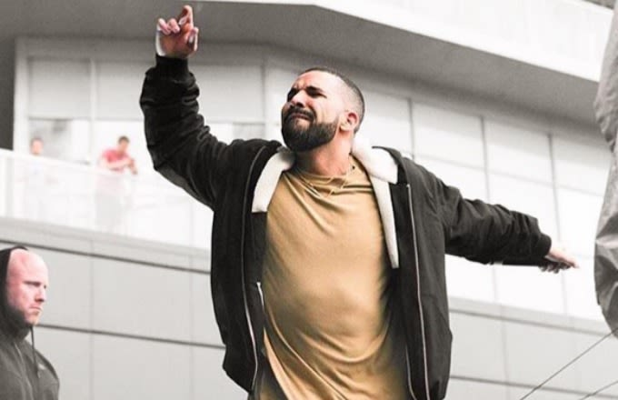 "Drake Earns His First Canadian No. 1 Song With ""One Dance"" news"