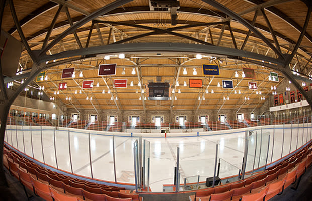 Hockey barn