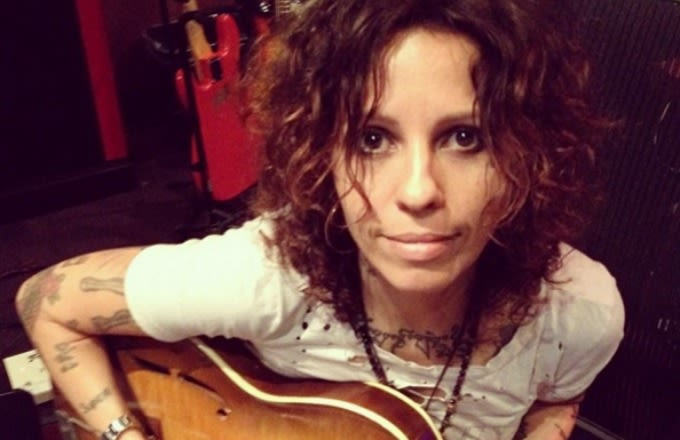 linda-perry-instagram-selfie-guitar