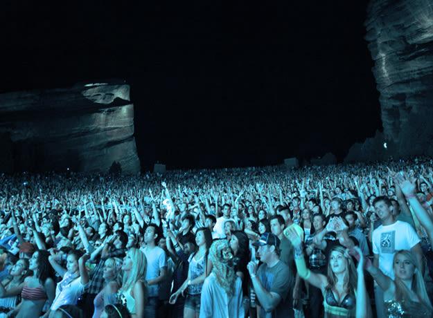 fest-crowd-li