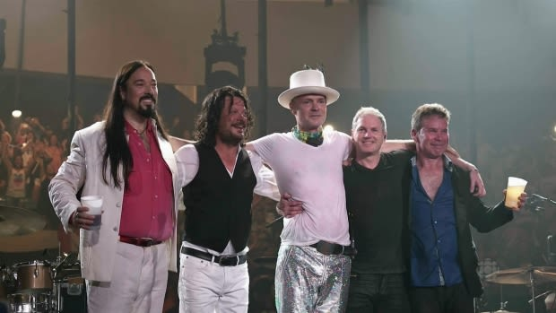Tragically Hip Singer Gord Downie Diagnosed With Terminal Brain Cancer news