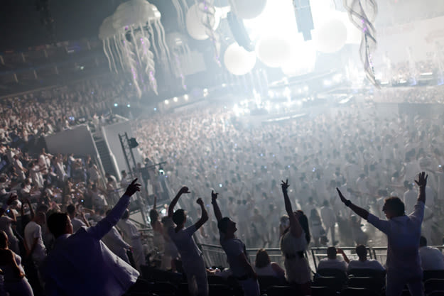 sensation-white-crowd