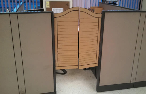 Improvise A Door For Your Cubicle 20 Cheap Design Hacks