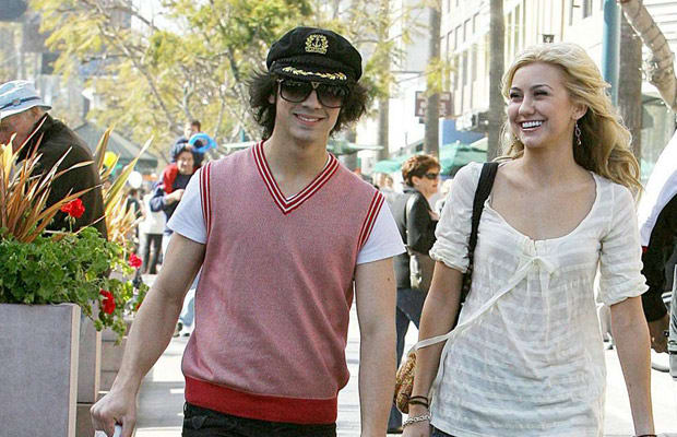 Chelsea Staub And Joe Jonas Kissing Chelsea Staub -...
