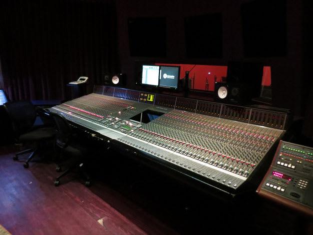 mixing-desk-li