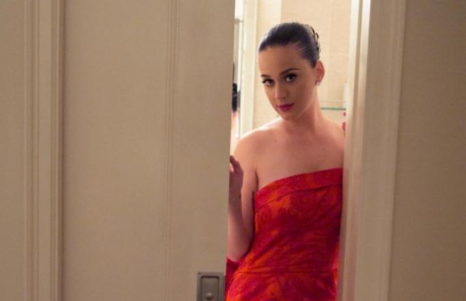 katy-perry-instagram-selfie-red-dress