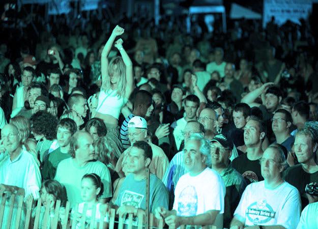 music-festival-crowd-li