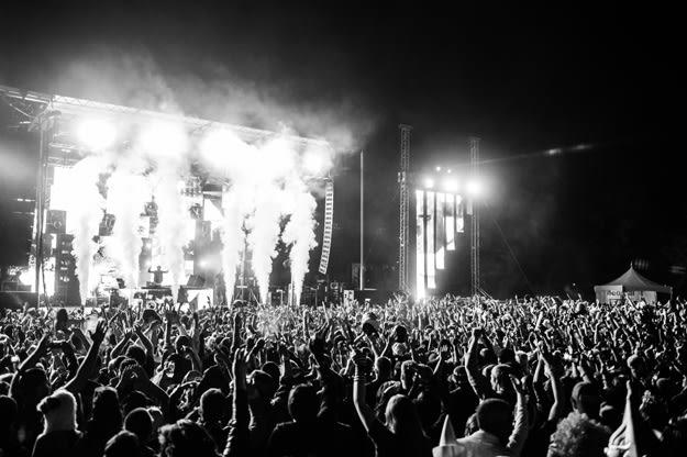 edm-festival-bw-li