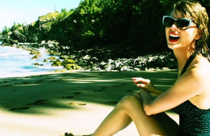 taylor-swift-instagram-selfie-bathing-suit