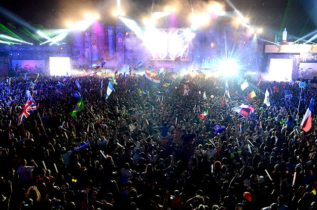 tomorrowworld-2013-crowd