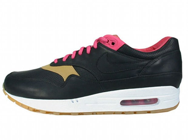 reputable site a24bb 5ef26 Kid Robot x Nike Air Max 1