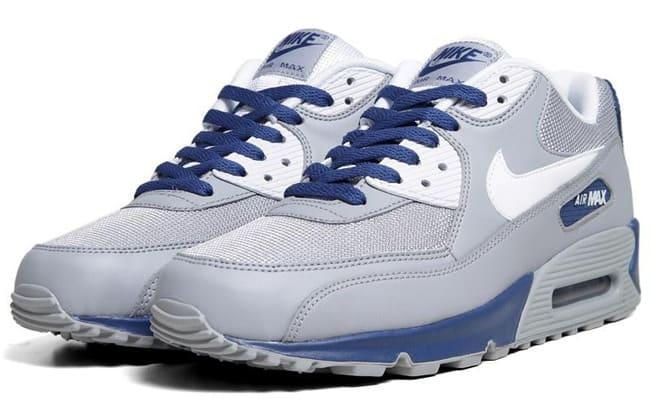 newest e3e08 8591a Nike Air Max 90 Essential
