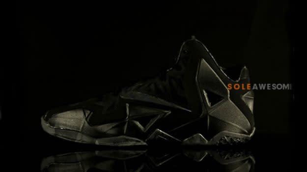 nike-lebron-11-blackout-07-570x379 copy