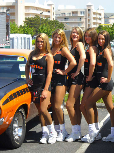 Plymouth Barracuda 25 Photos Of Hooters Girls And Cars