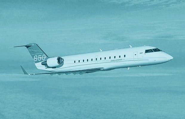 What type of plane does john travolta own