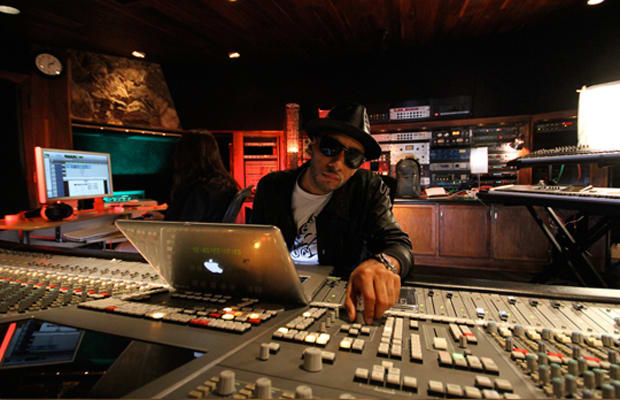4f4efda8eeeea Swizz Beatz Tells All  The Stories Behind His Classic Records (Part ...