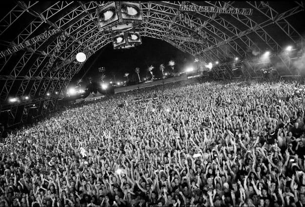 coachella-crowd-li