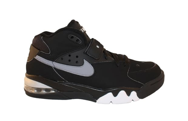 The only sneaker to be equally identified with Charles Barkley and the  Michigan Fab Five, the Nike Air Force Max had a coolness factor that other  sneakers ...