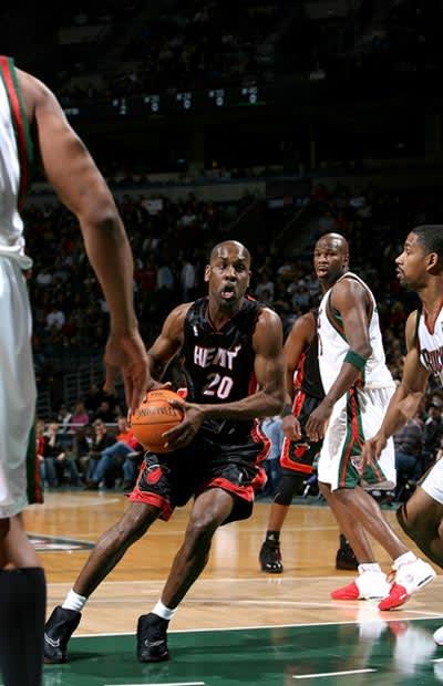 "22. Nike Zoom Flight ""The Glove"" - The Top 50 NBA Player ... - photo #11"