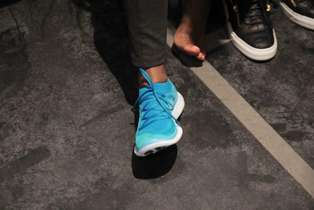 nike roshe run without socks