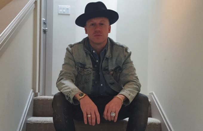 macklemore-instagram-selfie-sitting-on-stairs