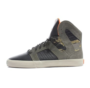 Supra goes camouflage on its latest release of the Pilot model. The high-top  set features both leather and suede throughout 68bac97cb472