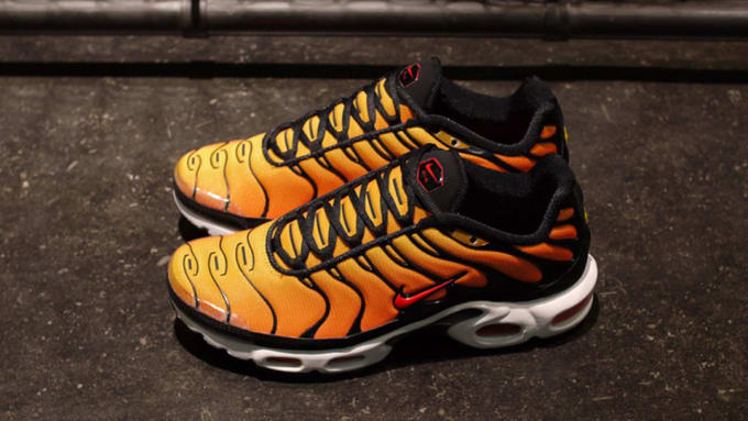 sale retailer f4815 cdfd0 orange and black air max plus