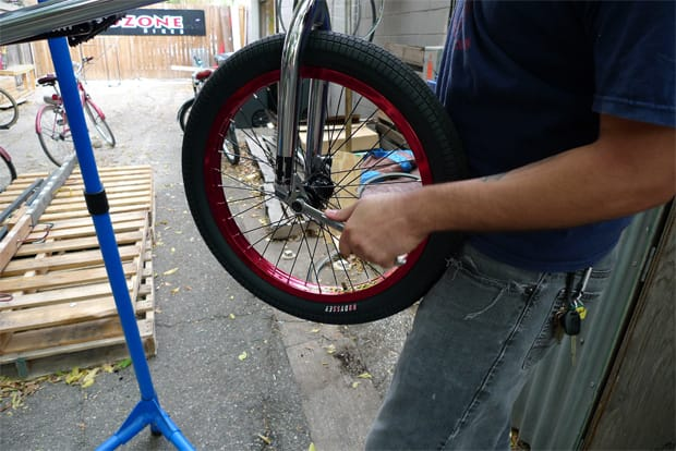 how to change q tire on a bike