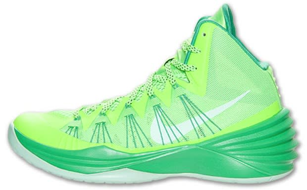 8765499cef62 Another new color option of the Hyperdunk 2013 has been let loose from Nike  Basketball. This time around