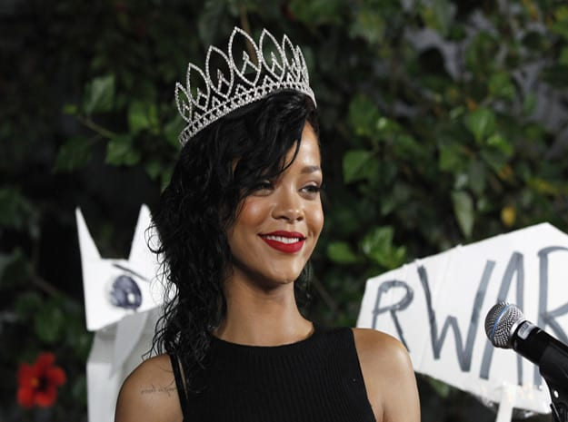 rihanna-crown-li