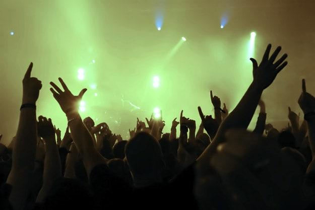dancefloor-hands-up-resized