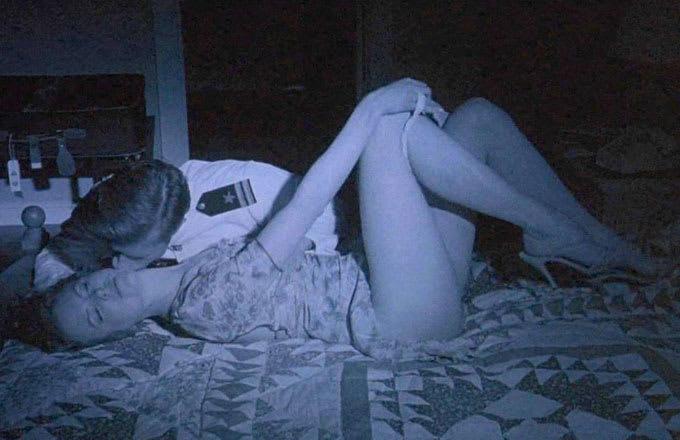 kak-devushki-masturbiruyut-doma-skritie-kameri