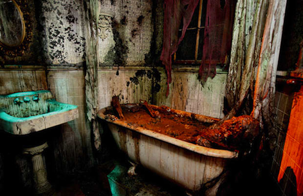 Netherworld haunted house the 10 most extreme haunted for Haunted bathroom ideas