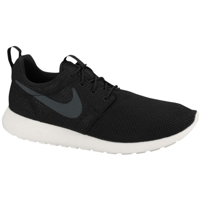 sports shoes 291e9 7360e When the designer of the Roshe, Dylan Raasch, was tasked with creating a  NSW Running shoe at a  70 price point, he knew he d have to keep it simple.