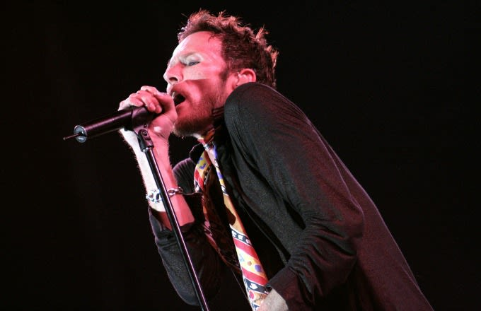 scott-weiland-performing-wikimedia-commons