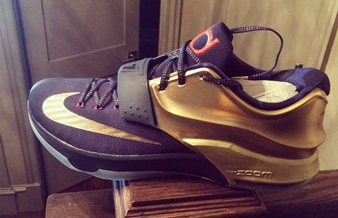 finest selection d51a6 03300 Kevin Durant Shows Team USA Pride With Gold KD 7s