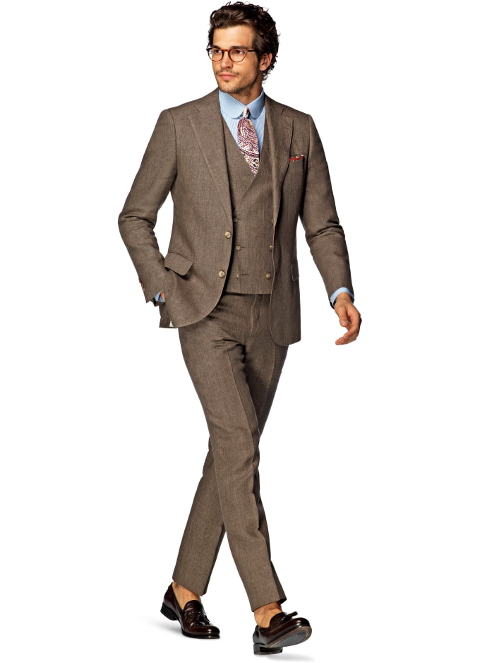 25d43344ecb Do Women Prefer Dudes in Suits or Streetwear