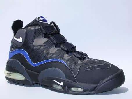 finest selection fed52 98609 Before his Dada deal, Chris Webber was rocking the court in a bouncy pair  of full-length Air Max Nikes. Nike re-released these kicks as the Air Max  ...