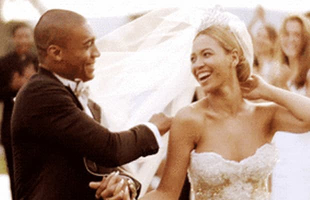 You can get married in beyonce 39 s wedding dress complex for Beyonce wedding dress pictures
