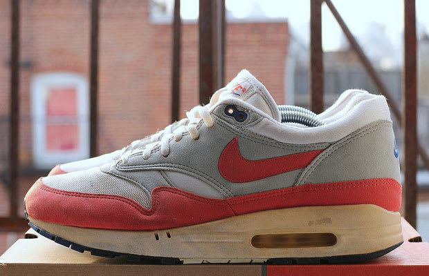b2a2fc570a93a4 The first versions of the Air Max 1 featured suede and mesh in the  unforgettable red