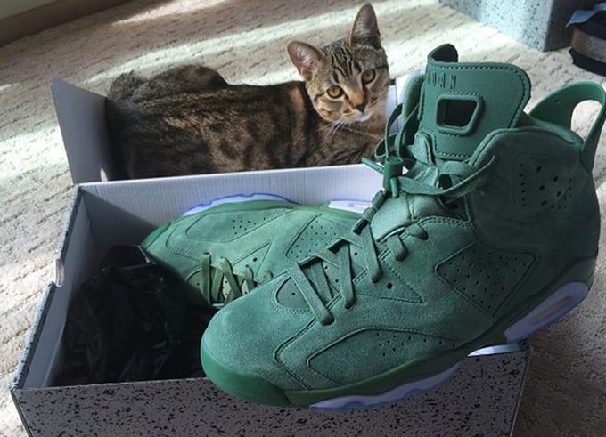 6067ff2b5e48 Cairo keeping an eye on Macklemore s green Air Jordan VIs