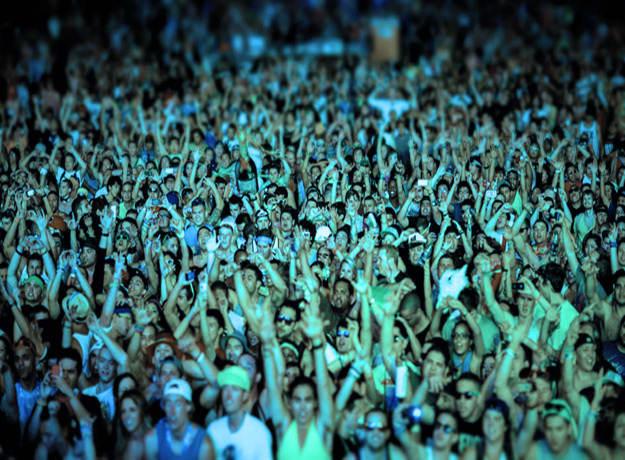 crowd-cheer-li