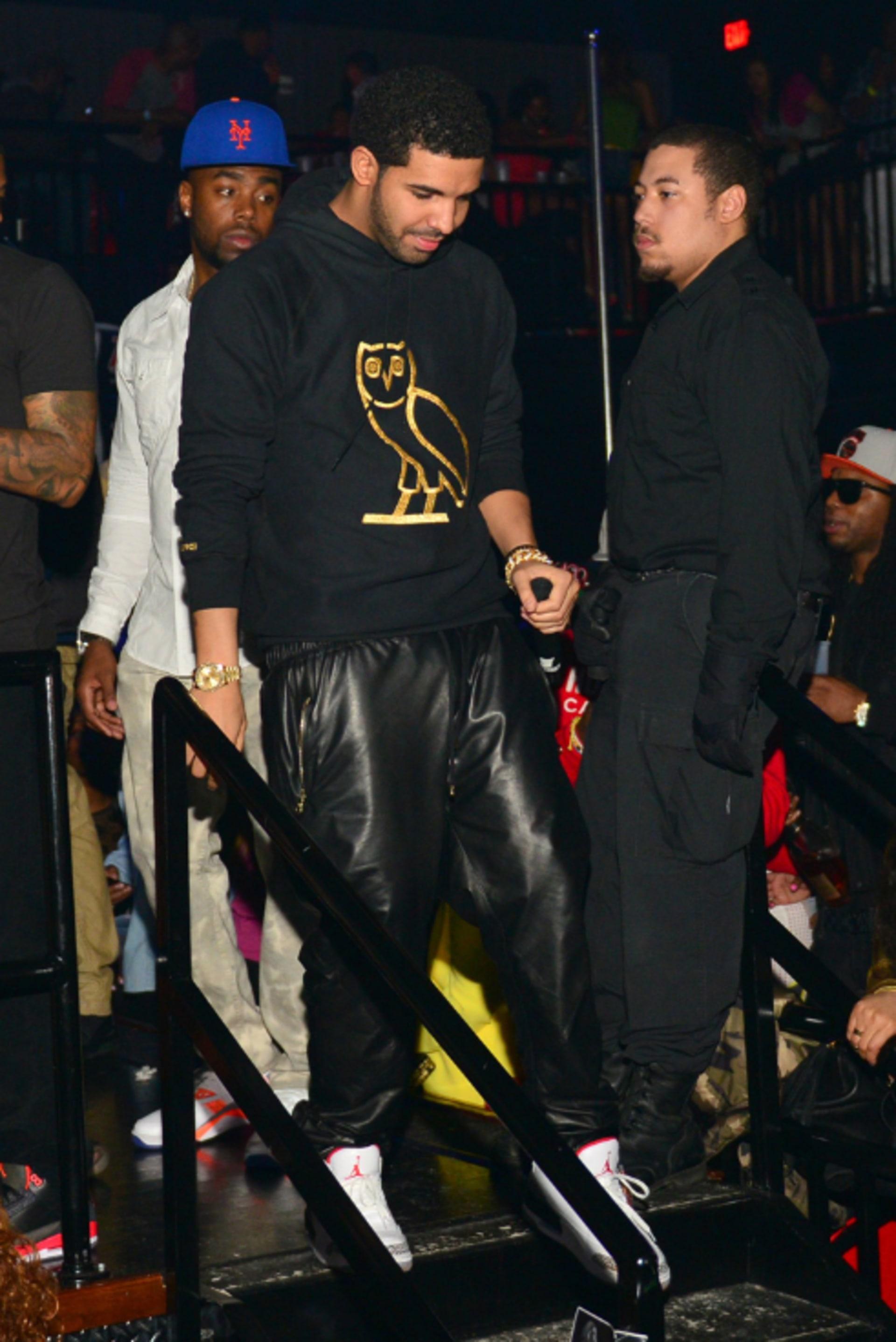 Drake wearing En Noir leather sweatpants in Charlotte in March 2013 (Image  via Prince Williams FilmMagic) 39a4b3b0cbaa