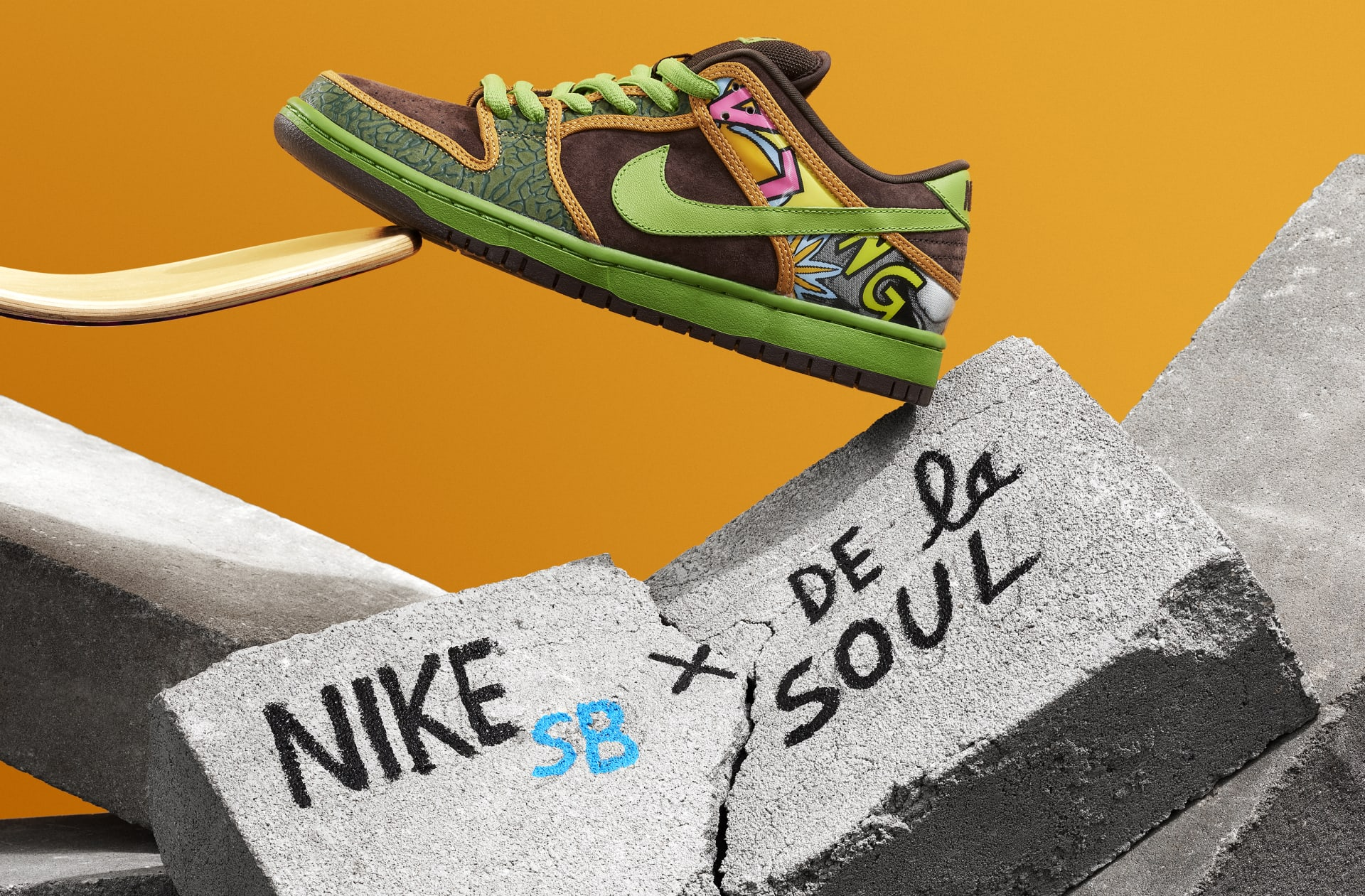 new arrival 3147e 48ffb 2 Feet High and Rising The De La Soul Nike Dunk SB Is Back