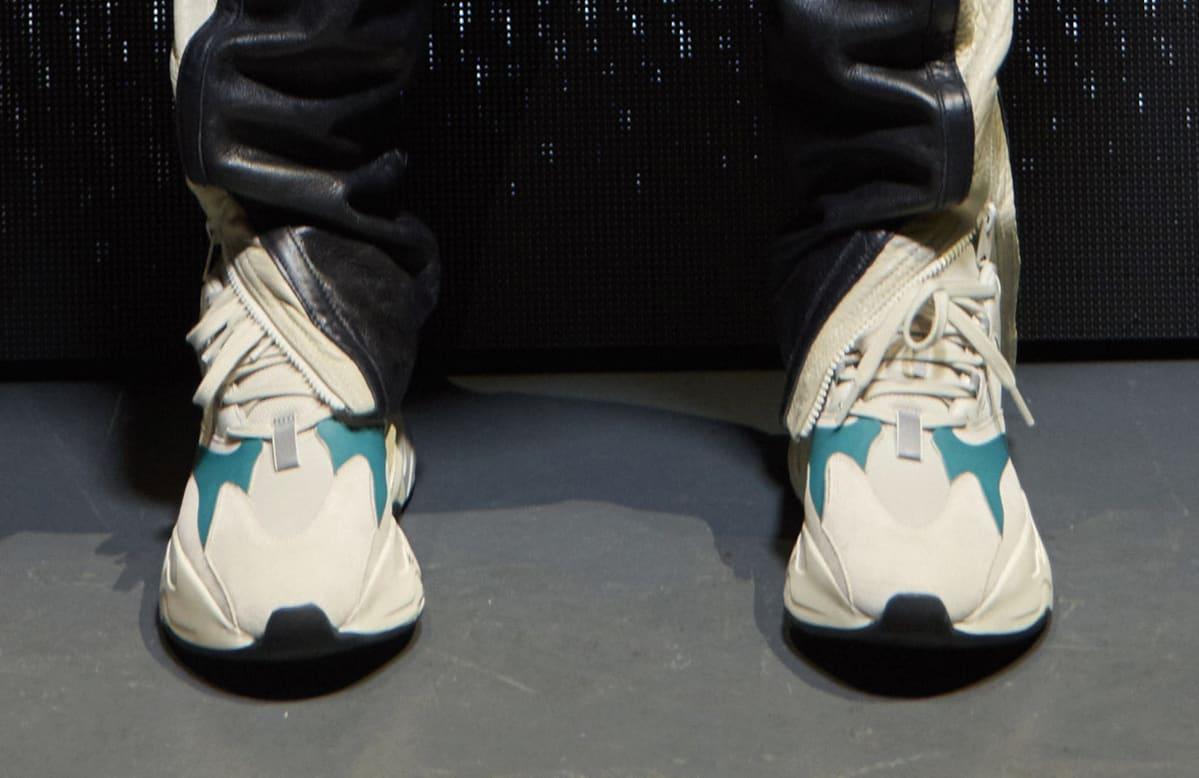 Kanye West Yeezy Runner Triple Black